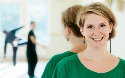 Porträttfoto av Anna Gerdin i Kävestas danssal.