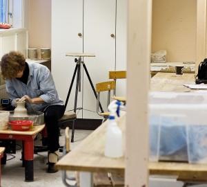 Konst & formgivningslinjens keramikverkstad, bild 1