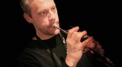 Jakob Gudmundsson undervisar i trumpet.