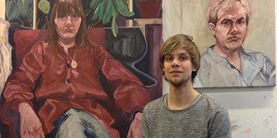 Porträtt av Johan Wiman i hans ateljé.