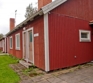 Ena gaveln på Villan, en röd tvåplansvilla.