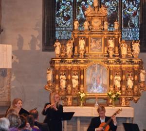 Sångare, flöjtist och gitarrist i S:t Nicolai kyrka.
