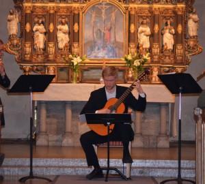 Flöjtist, gitarrist och fiolspelare i S:t Nicolaikyrkan.