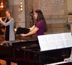 Kammarmusikensemble med flöjtist, sångerska och pianist.