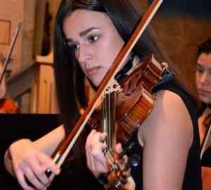 Fiolspelare i halvbild