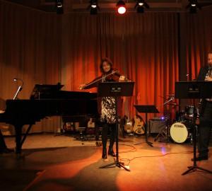 Klassisk trio med piano, fiol och klarinett.