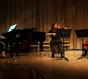 Klassisk trio med piano, fiol och cello.