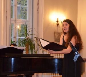 Pianist och sångerska.