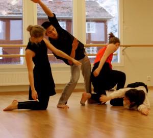Fyra dansare i danssalen på Kävesta