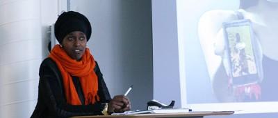 Bishaaro håller en presentation på Kävestadagen.