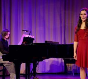 Pianist och sångare.