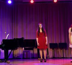 Pianist och två sångerskor.