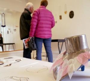 I Hantverkshuset ställde Konst- och formgivningslinjen ut bl.a. silversmide och screentryck.