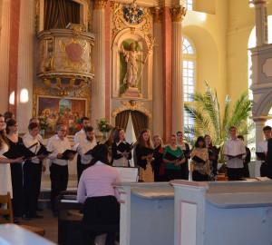 Körsång i en kyrka.