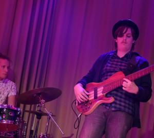 En trummis och en basist.