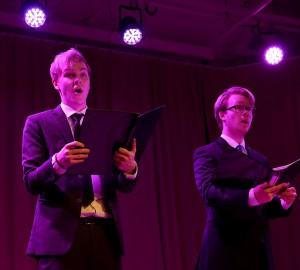 Två sångare.