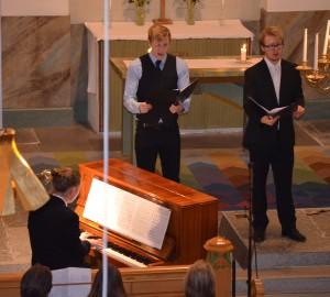 Pianist och två sångare.