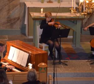 Pianist, flöjtspelare och cellist.