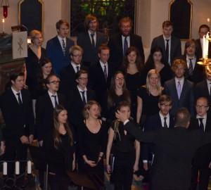 Kävestas kör sjunger i Almby kyrka.