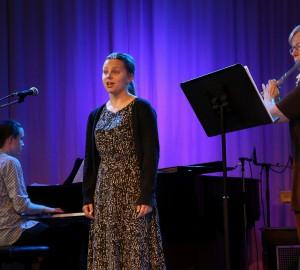 Klassisk trio med pianist, sångare och flöjtist.