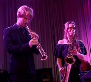 Två blåsare spelar klarinett respektive saxofon.