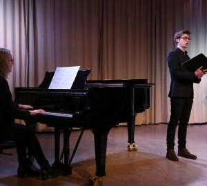 En pianist och en sångare.