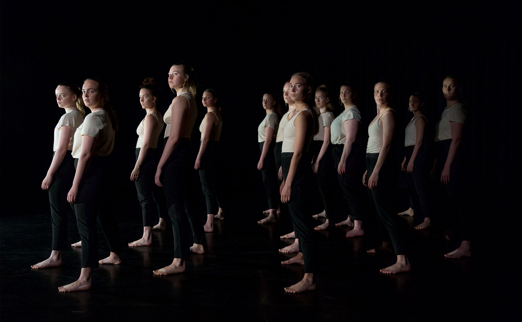 Opaque - Danslinjens slutproduktion 2017 - 21