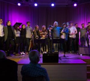 Staffan William-Olsson tackar deltagarna på jazz-, pop- och rockinriktningen.