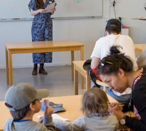 Öppna lektioner på Allmän kurs lockade många - här ett quiz i samhällskunskap.