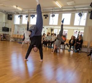 Danslinjen höll öppen klass i danshuset.