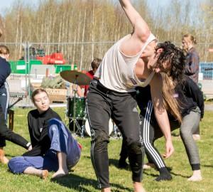 Danslinjen och deltagare från Musiklinjen improviserade.