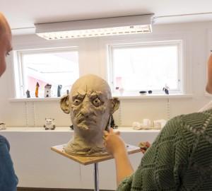 I konsthuset kunder man bl.a. se live-skulptering.