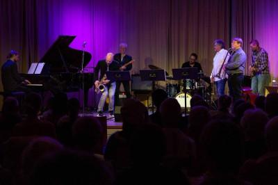 Jazz-, pop- och rockinriktningens lärare spelar i aulan.